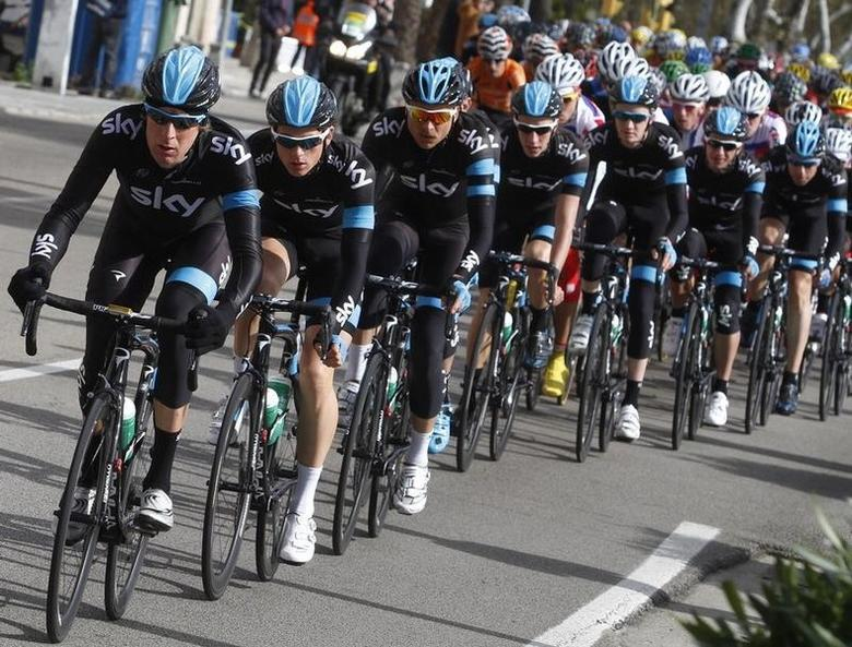 Tour de France and Olympic time trial champion Bradley Wiggins leads the pack during the first stage of the Mallorca Challenge cycling tour in Palma de Mallorca on the Spanish Balearic island of Mallorca February 3, 2013. REUTERS/Enrique Calvo