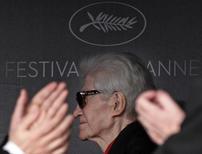 Diretor Alain Resnais é aplaudido no Festival de Cannes, em 2012. 21/5/ 2012.          REUTERS/Yves Herman