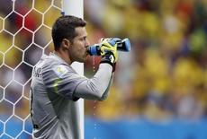 Julio Cesar durante jogo do Brasil com a Holanda, em Brasília, dia 12 de julho.  REUTERS/Ueslei Marcelino