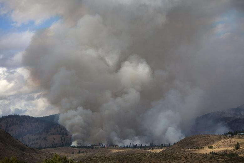 Smoke rises from the Carlton Complex Fire near Winthrop, Washington July 19, 2014. REUTERS/David Ryder