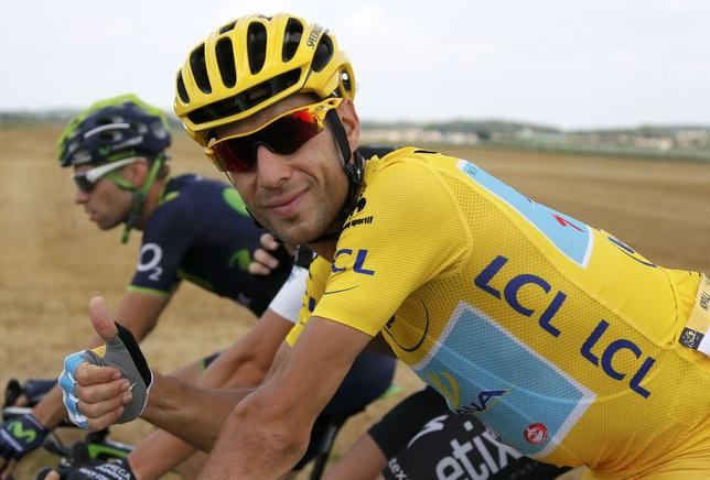 Astana team rider and leader's yellow jersey holder Vincenzo Nibali of Italy gives thumbs up as he cycles during the 137.5 km final stage of the Tour de France cycling race, from Evry to Paris Champs Elysees, July 27, 2014.     REUTERS/Gonzalo Fuentes