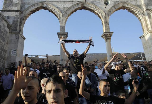 Palestinians take part in a protest on the compound known to Muslims as al-Haram al-Sharif and to Jews as Temple Mount in Jerusalem's Old City, against Israel's military offensive in Gaza July 28, 2014. REUTERS/Ammar Awad