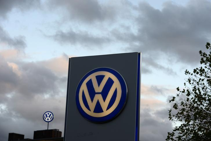 The logo of German carmaker Volkswagen is seen at a VW dealership in Hamburg, October 28, 2013. REUTERS/Fabian Bimmer/Files