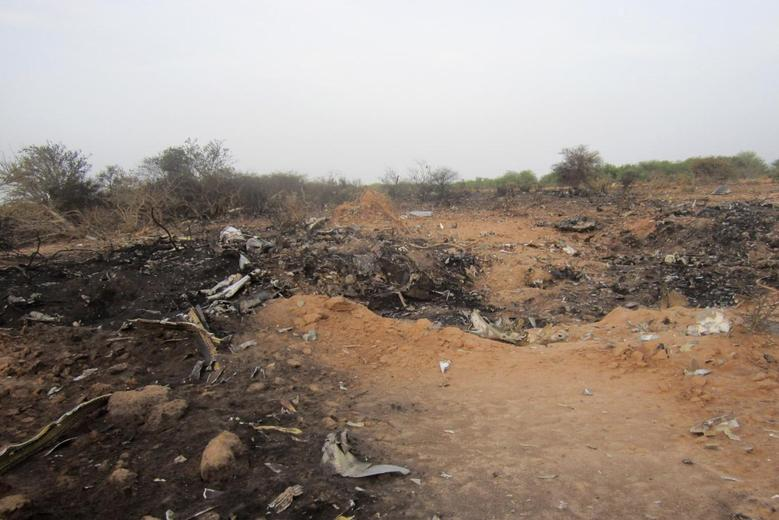 The crash site of Air Algerie flight AH5017 is seen near the northern Mali town of Gossi, July 24, 2014.  REUTERS/Burkina Faso Military/Handout via Reuters