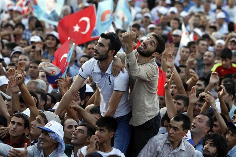 Supporters of Turkey's Prime Minister and presidential candidate Tayyip Erdogan react during an election rally in Diyarbakir, southeast Turkey, July 26, 2014. REUTERS/Umit Bektas