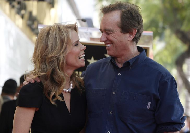 Actress Cheryl Hines (L) smiles at her boyfriend Robert F. Kennedy Jr. during ceremonies honoring Hines with a star on the Hollywood Walk of Fame in Hollywood, California January 29, 2014.  REUTERS/Fred Prouser