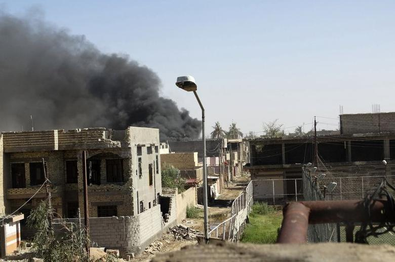 Smoke rises during clashes between Iraqi security forces and militants of the Islamic State, formerly known as the Islamic State in Iraq and the Levant (ISIL) in Ramadi, July 26, 2014. REUTERS/Osama Al-dulaimi