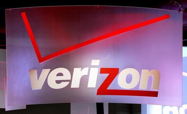 A sign hangs in the Verizon booth on the first day of the Consumer Electronics Show (CES) in Las Vegas January 8, 2013.    REUTERS/Rick Wilking