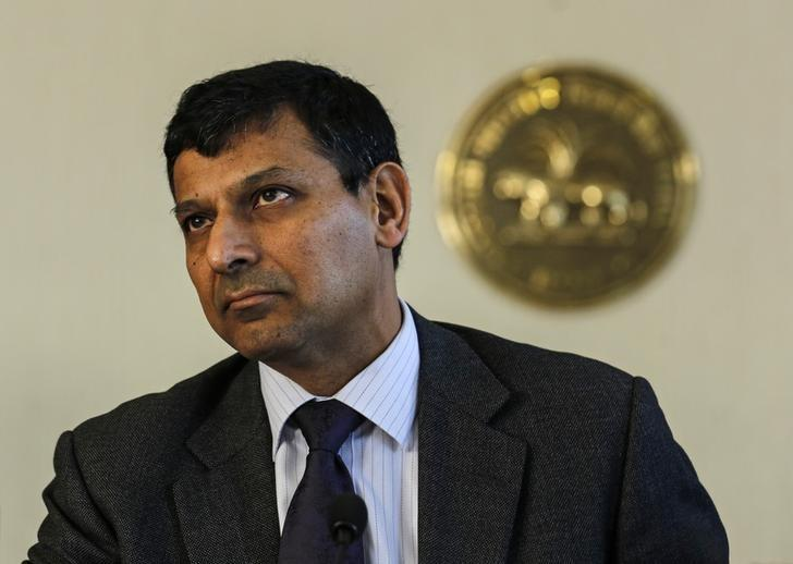 Reserve Bank of India (RBI) Governor Raghuram Rajan prepares to read the bi-monthly monetary policy statement at a news conference at the RBI headquarters in Mumbai April 1, 2014. REUTERS/Danish Siddiqui/Files
