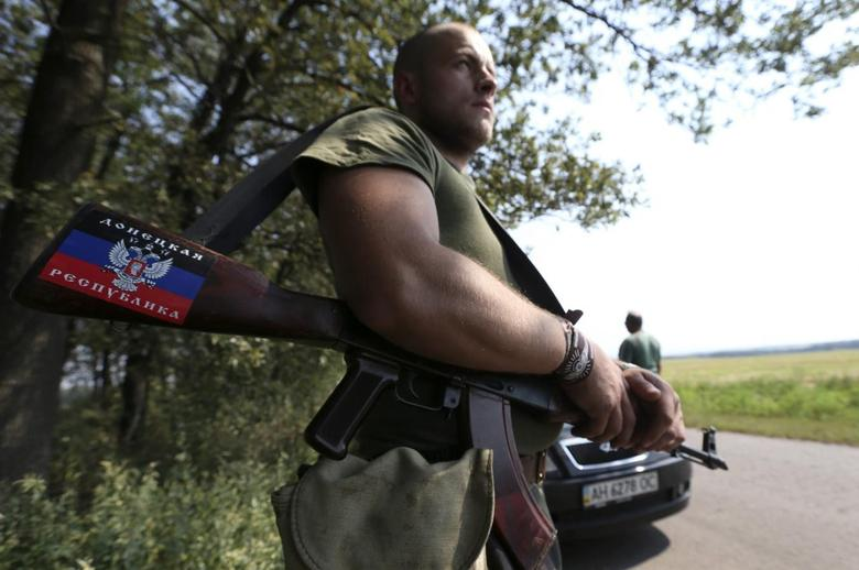 Ukraine keeps up anti-rebel offensive with nervous eye...