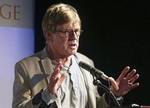 O ator, diretor e ambientalista Robert Redford concede entrevista coletiva durante um evento em Los Angeles, na California, em abril. 12/04/2014 REUTERS/Jonathan Alcorn