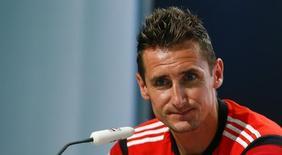 Atacante alemão Klose concede entrevista coletiva durante a Copa do Mundo no Brasil. 10/07/2014  REUTERS/Arnd Wiegmann