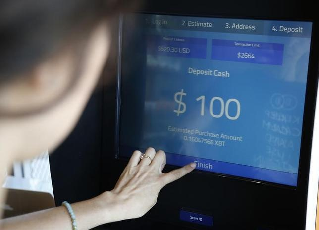 Dana Byerlee, 33, of Santa Monica, buys bitcoins at one of Southern California's first two bitcoin-to-cash ATMs , in Locali Conscious Convenience store in Venice, Los Angeles, California, June 21, 2014.  REUTERS/Lucy Nicholson