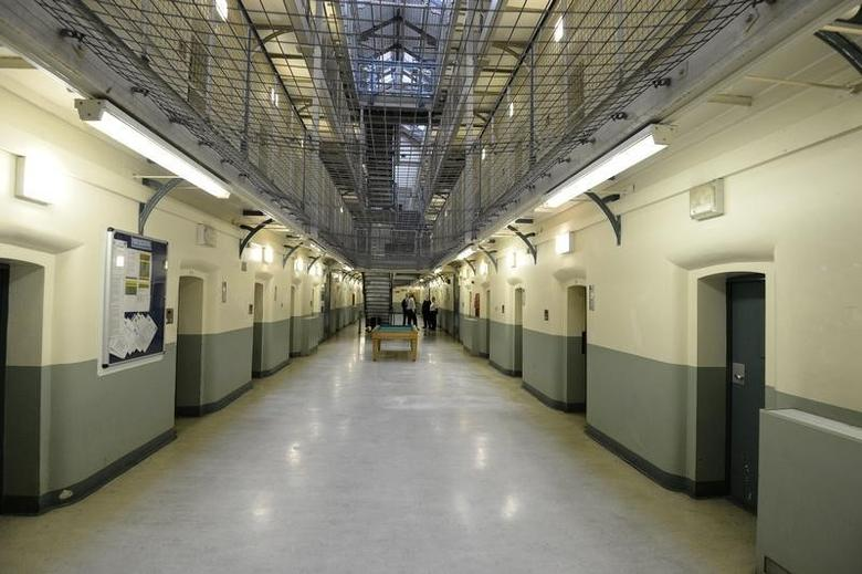 A general view shows C wing at Wormwood Scrubs prison in London, October 22, 2012.   REUTERS/Paul Hackett
