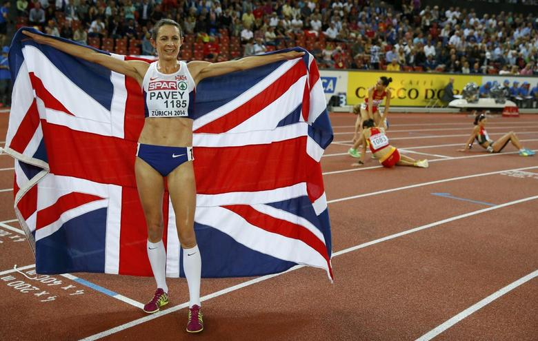 Jo Pavey of Britain celebrates after winning the women's 10,000 metres race during the European Athletics Championships at the Letzigrund Stadium in Zurich August 12, 2014.                    REUTERS/Phil Noble (SWITZERLAND  - Tags: SPORT ATHLETICS)