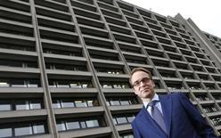 Dans une interview au Monde, le président de la Bundesbank Jens Weidmann estime que la France doit exercer son leadership en Europe en donnant le bon exemple, notamment en matière budgétaire. /Photo d'archives/REUTERS/Kai Pfaffenbach