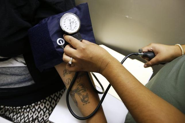 A patient gets her blood pressure measured at clinic in Los Angeles, California August 7, 2014. REUTERS/Lucy Nicholson