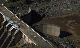 A retenção maior de água na hidrelétrica Jaguari, da Cesp, em São Paulo, não compromete o abastecimento para uso humano no Rio de Janeiro, disse à Reuters nesta quarta-feira o secretário de Saneamento e Recursos Hídricos de São Paulo, Mauro Arce. 28/05/2014 REUTERS/Roosevelt Cassio