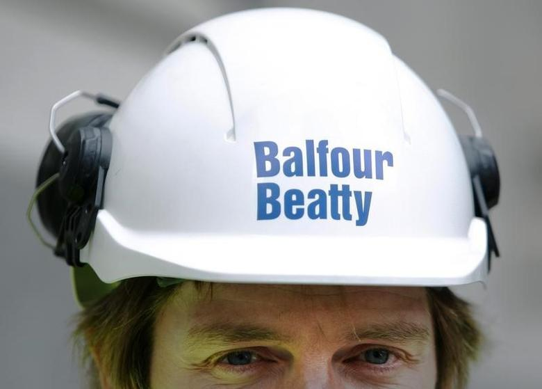 A Balfour Beatty worker walks onto a site in London August 10, 2009.    REUTERS/Luke MacGregor