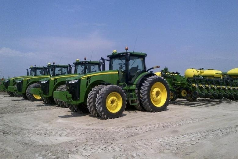 Four Deere & Co planters are seen at Spirit Farms in Sheridan, Illinois, about 65 miles southwest of Chicago, in this picture taken May 2, 2013.   REUTERS/Tom Polansek