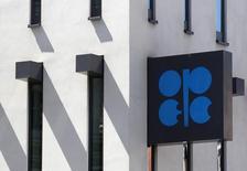 La sede de la OPEP en Viena, jun 10 2014. La OPEP no está preocupada por una caída en los precios del petróleo hacia los 100 dólares por barril, dijeron delegados del grupo productor, ya que los actuales niveles se ven aceptables mientras que una demanda estacional mayor en las próximas semanas apoyaría al mercado. REUTERS/Heinz-Peter Bader