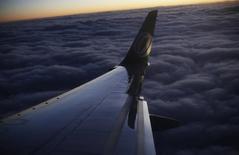 Logo da companhia aérea Gol fotografado na asa de um avião após a decolagem em Belo Horizonte.  27/05/2014. REUTERS/Nacho Doce