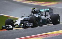 O piloto de Fórmula 1 da Mercedes, o alemão Nico Rosberg, durante a corrida classificatória do GP da Bélgica, em Spa-Francorchamps, no sábado. 23/08/2014 REUTERS/Yves Herman