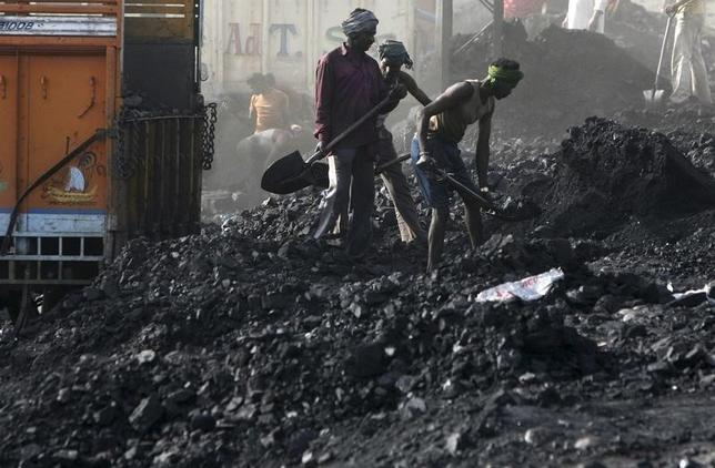 Labourers load coal on trucks at Bari Brahamina on the outskirts of Jammu March 22, 2012.  REUTERS/Mukesh Gupta