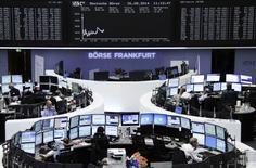 Les Bourses européennes reprennent leur souffle à mi-séance après leur envolée de la veille sur des anticipations de nouvelles mesures de soutien à la croissance par la Banque centrale européenne. Vers 10h30 GMT, le CAC 40 gagne 0,17% alors que le Dax cède 0,21% à Francfort et que le FTSE londonien prend 0,27%. /Photo prise le 26 août 2014/REUTERS/Remote