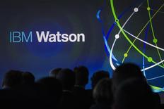 """IBM a lancé mercredi un système informatique permettant d'identifier rapidement des schémas récurrents dans des masses importantes de données, baptisé """"Watson Discovery Advisor"""" et qui pourrait selon le groupe accélérer le rythme des découvertes scientifiques et médicales. /Photo d'archives/REUTERS/Brendan McDermid"""