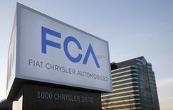 Fiat-Chrysler vise une première cotation de ses actions à New York le 13 octobre, a dit samedi Sergio Marchionne, administrateur délégué de la nouvelle entité, ajoutant que toute décision au sujet d'une éventuelle augmentation de capital serait prise à la fin de ce mois-là. /Photo prise le 6 mai 2014/REUTERS/Rebecca Cook