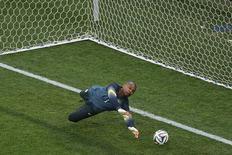 Goleiro Jefferson durante treino da seleção brasileira, em 11 de junho, na Arena Corinthians.  REUTERS/Ivan Alvarado