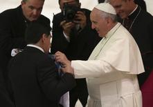 Diego Maradona em audiência com papa Francisco nesta segunda-feira.  REUTERS/Alessandro Bianchi