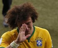 David Luiz chora após derrota para Alemanha por 7 x 1 na Copa do Mundo, no dia 8 de julho.    REUTERS/David Gray