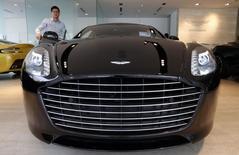 Aston Martin a recruté au poste de directeur général un haut dirigeant de Nissan dont le départ a entraîné une recomposition de l'état-major du constructeur japonais et de son partenaire Renault, /Photo prisele 1er août 2014/REUTERS/Edgar Su
