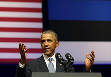 """Президент США Барак Обама выступает с речью в Nordea Concert Hall в Таллине 3 сентября 2014 года. Барак Обама призвал НАТО помочь Украине укрепить обороноспособность и сказал, что альянсу следует оставить дверь открытой для новых членов, чтобы противостоять, по его выражению, российской """"агрессии"""". REUTERS/Larry Downing"""