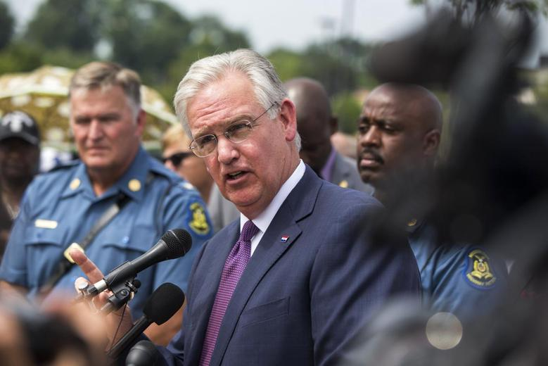 Missouri Governor Jay Nixon addresses the media following an announcement that officer Darren Wilson had been involved in the shooting of teen, Michael Brown, in Ferguson, Missouri August 15, 2014. REUTERS/Lucas Jackson