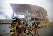 South Korean firefighters take part in an anti-terror drill ahead of the 2014 Incheon Asian Games at the Incheon Asiad Main Stadium in Incheon August 6, 2014. REUTERS/Kim Hong-Ji