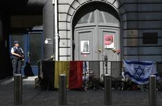 A police officer stands guard in front of the Jewish Museum in Brussels June 2, 2014.   REUTERS/Francois Lenoir