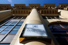 The logo of Sistema JSFC is seen on its headquarters building in Moscow, September 17, 2014.     REUTERS/Maxim Shemetov