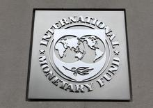 The International Monetary Fund (IMF) logo is seen at the IMF headquarters building during the 2013 Spring Meeting of the International Monetary Fund and World Bank in Washington, April 18, 2013. REUTERS/Yuri Gripas (UNITED STATES - Tags: POLITICS BUSINESS) - RTXYQYK