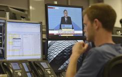 """Les investisseurs sur les marchés financiers britanniques ont manifesté leur soulagement vendredi après la victoire du """"non"""" au référendum sur l'indépendance de l'Ecosse organisé la veille. /Photo prise le 19 septembre 2014/REUTERS/Toby Melville"""