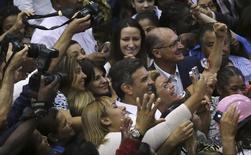 Candidato do PSDB à Presidência, Aécio Neves, participa de encontro com mulheres sindicalistas em São Paulo. 19/09/2014 REUTERS/Nacho Doce