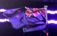 Un référendum pourrait être organisé l'an prochain en Nouvelle-Zélande sur un changement de drapeau national, qui ne comporterait plus l'Union Jack britannique. /Photo d'archives/REUTERS/Russell Boyce