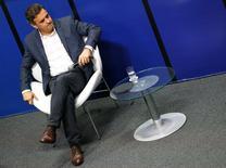 Candidato do PSDB à Presidência, Aécio Neves, durante sabatina do jornal O Globo, no Museu de Arte do Rio (MAR).  10/9/2014. REUTERS/Ricardo Moraes