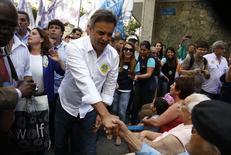 Candidato do PSDB à Presidência,  Aecio Neves, em campanha na cidade de Niterói, no Rio de Janeiro. 23/09/2014 REUTERS/Pilar Olivares