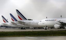 """Le conseil d'administration d'Air France-KLM a réitéré """"son plein soutien"""" au plan stratégique du groupe (""""Perform 2020"""") et appelle les grévistes à la reprise des vols,. /Photo prise le 22 septembre 2014/REUTERS/Jacky Naegelen"""