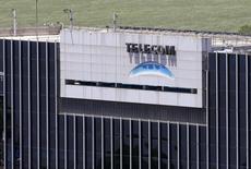 Imagen de archivo de la casa matriz de Telecom Argentina en Buenos Aires, nov 4 2013. El directorio de Telecom Italia pidió el viernes a la gerencia de la firma examinar posibles cambios a un acuerdo para vender su participación controladora en Telecom Argentina a la compañía estadounidense Fintech.  REUTERS/Enrique Marcarian