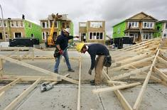 Construction workers works on building new homes in Calgary, Alberta, May 31, 2010.   REUTERS/Todd Korol