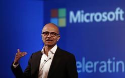 Le PDG de Microsoft Satya Nadella. Le géant américain de l'informatique a présenté mardi la nouvelle version de son système d'exploitation baptisée Windows 10, qui aura pour mission de faire oublier sa devancière, Windows 8, lancée il y a deux ans et très largement critiquée. /Photo prise le 30 septembre 2014/REUTERS/Adnan Abidi